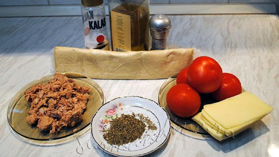 Tarta cu ton, rosii si mozzarella / Tuna and mozzarella tart