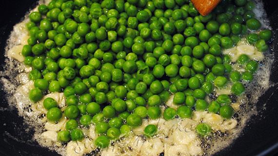 Tortellini al forno cu mazare, sunca si parmezan / Ricotta and Spinach Tortellini with peas and ham