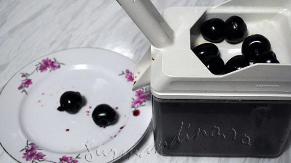 Inghetata de vanilie cu cirese si lichior