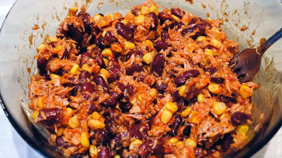 Salata mexicana rapida cu ton si fasole rosie