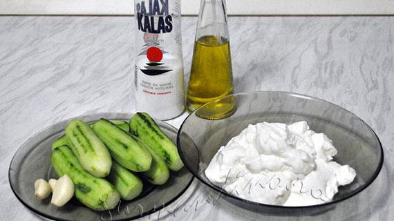 Tzatziki - salata racoritoare de castravete si iaurt