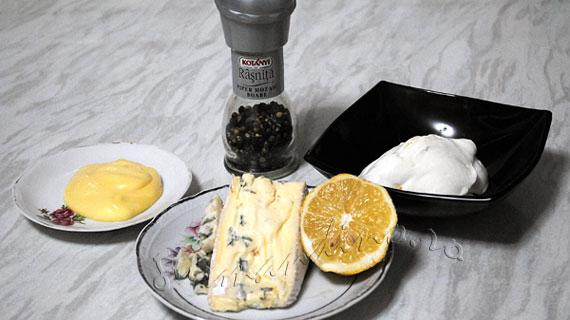 "Articole culinare : Sos cu branza ""albastra"" si sos de mustar si miere"