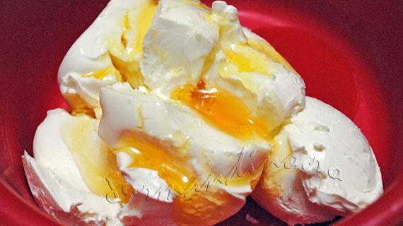 Macarons cu fistic si crema de vanilie cu mascarpone si miere