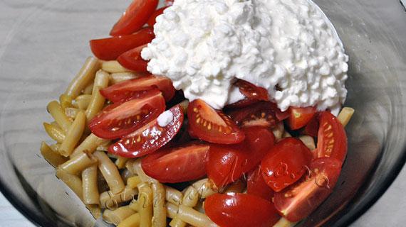 Salata dietetica de fasole pastai cu perlute de branza cu smantana