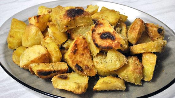 Cartofi la cuptor cu rozmarin si usturoi