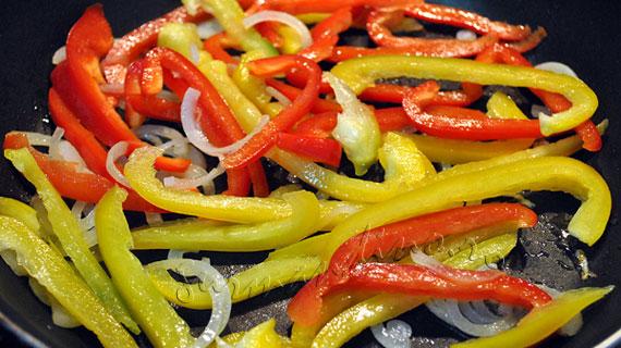 Omleta multicolora din albusuri si legume
