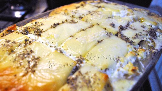 Budinca de cartofi si branzeturi