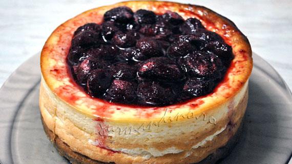 Prajitura cu branza (cheesecake) si topping de capsune