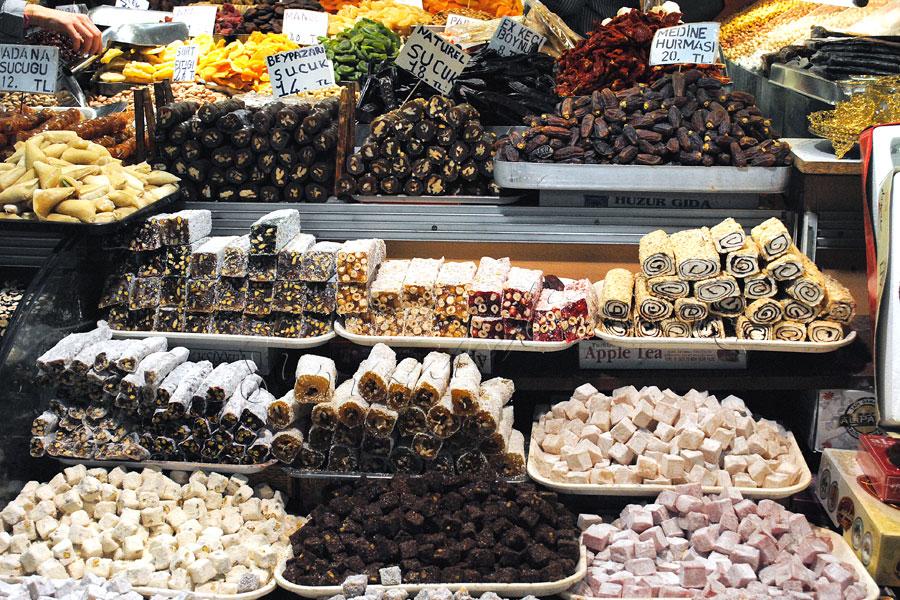 Piata de condimente din Istanbul, paradisul mirodeniilor