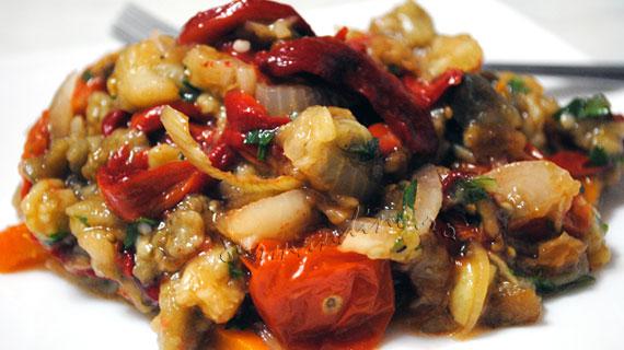 Salata turceasca de legume coapte