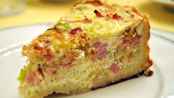 Tort aperitiv cu praz, bacon si sunca