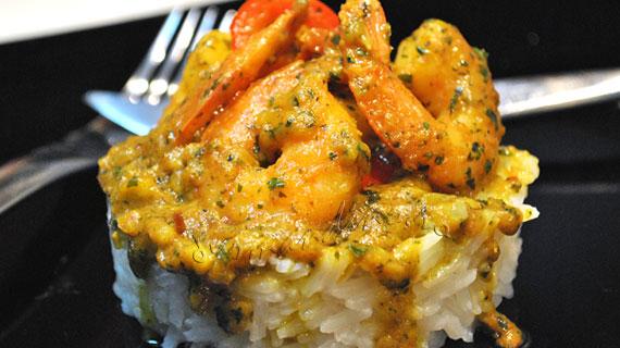Creveti in sos de curry si lapte de cocos