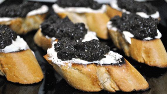 Pasta de masline negre cu ansoa si capere