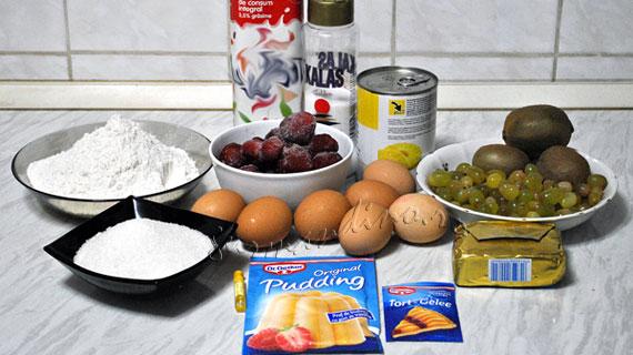 Tarta si mini-tarte cu kiwi, capsune, ananas si struguri