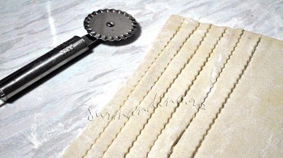 Carnaciori picanti in foietaj cu susan