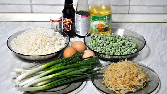 Orez prajit cu mazare si muguri de soia