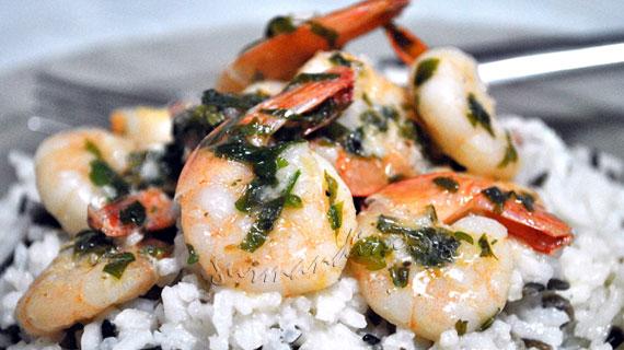 Creveti cu sos de lamaie si usturoi, cu garnitura de orez basmati si salbatic cu parmezan