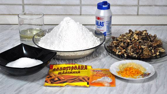 Mucenici muntenesti (dobrogeni) fierti in zeama cu zahar si scortisoara