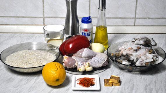 Paella mixta - cu fructe de mare si pui