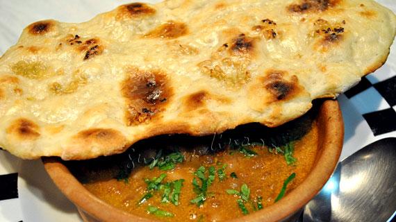 Naan cu usturoi - delicioasa pita indiana
