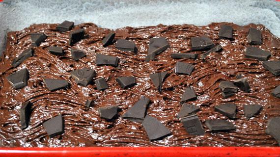 Prajitura cu ciocolata si banane caramelizate