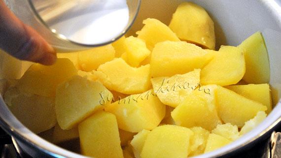 Piure de cartofi cu sos pesto