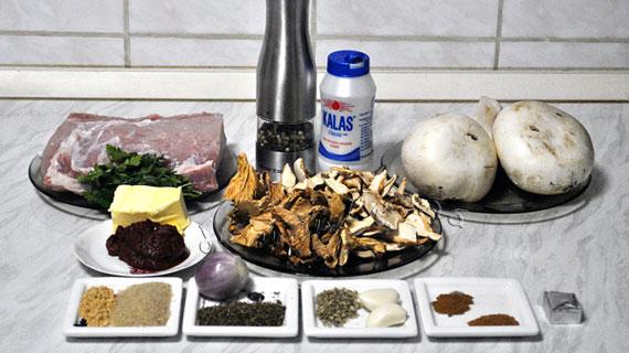 Muschi de porc la cuptor cu fricassee de ciuperci