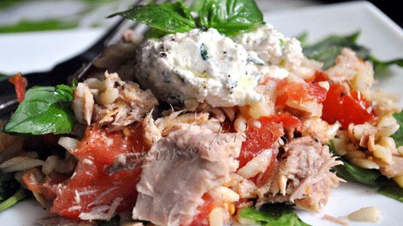 Salata de paste risoni cu ton si ricotta