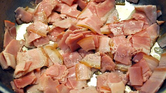 Tartiflette - gratin de cartofi cu ceapa, afumatura si branza