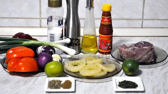 Muschiulet de porc marinat & salsa cu ananas
