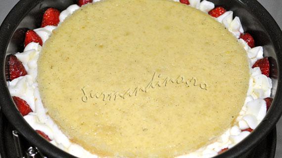 Tort cu capsune, crema diplomat si jeleu