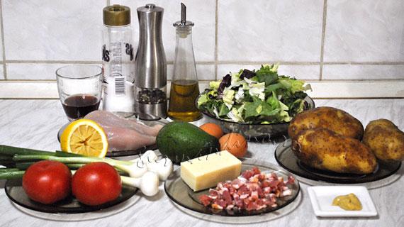 Salata Cobb - salata americana cu rosii, salata verde, cartofi, avocado, pui si bacon