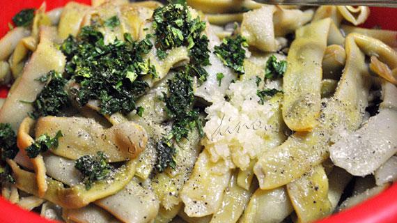 Salata de fasole galbena cu usturoi si patrunjel