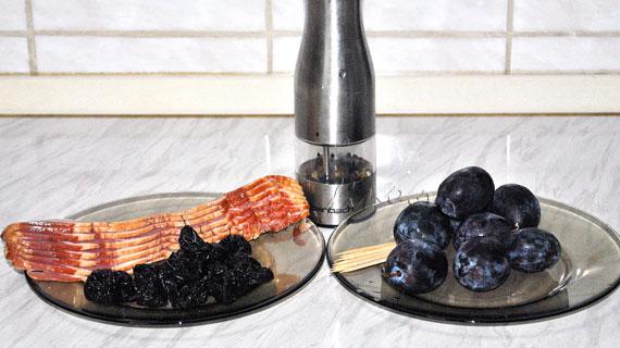 Prune infasurate in bacon