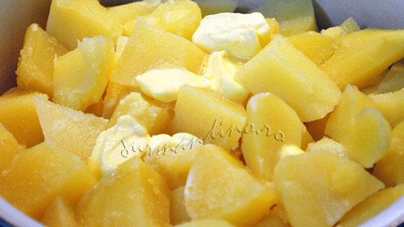 Gratin de piure de cartofi cu mozzarella si parmezan