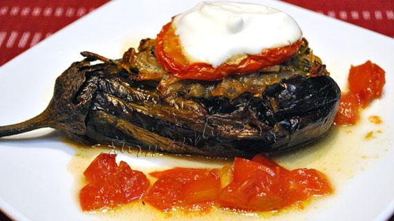 Imambayildi sau vinete impanate cu ceapa si usturoi la cuptor