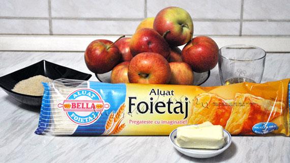 "Placinta cu mere si ""mot"" de inghetata de vanilie"