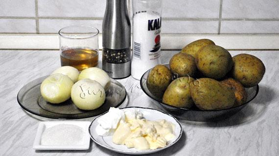 Salata de cartofi cu ceapa marinata si maioneza