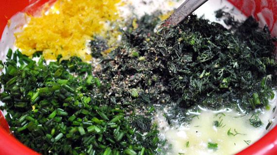Salata de cartofi copti cu smantana, lamaie si ierburi