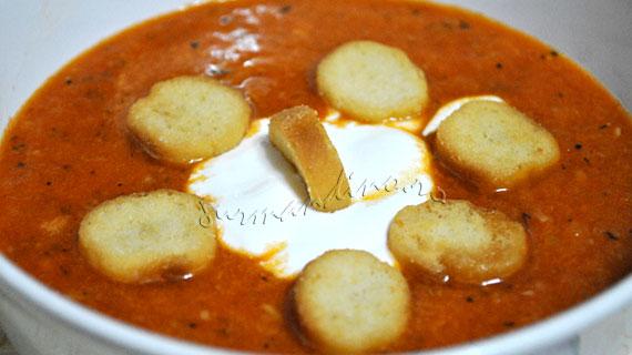 Supa de rosii coapte cu miere si cimbru