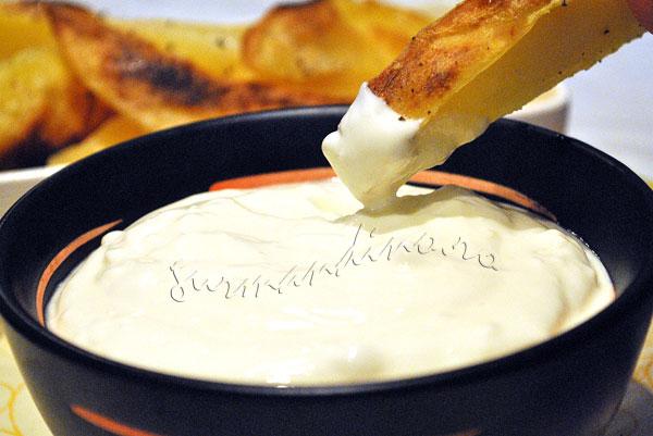 Cartofi-cuptor-doua-sosuri9
