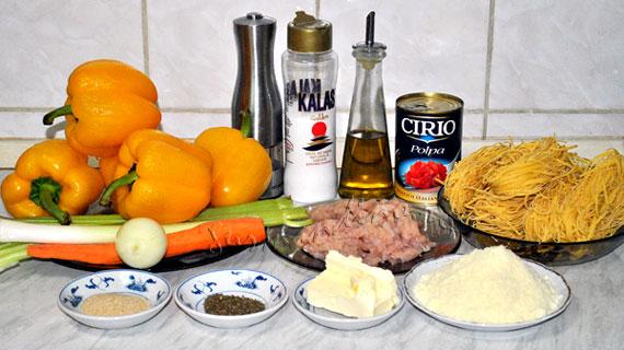 Ardei umpluti in stil italian, cu carne tocata de pui, legume, parmezan si cimbru