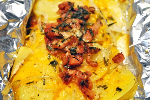 Cartofi-folie-bacon-branza7