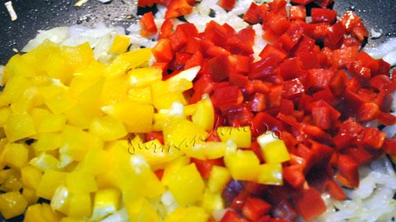 Melci gigant (paste) cu fructe de mare, sos de rosii si branzeturi