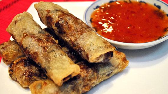 Springrolls (rulouri chinezesti) cu carne de porc, legume si sos dulce-picant