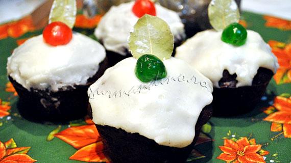 Cupcakes cu migdale, ciocolata si visine
