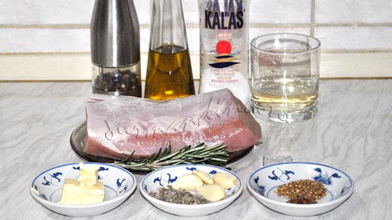 Friptura de porc cu usturoi, salvie, rozmarin si mirodenii