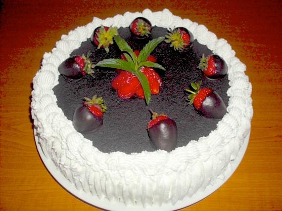 Tort cu ciocolata si capsuni - Veronica
