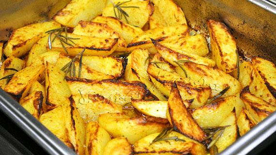 Cartofi cu rozmarin la cuptor