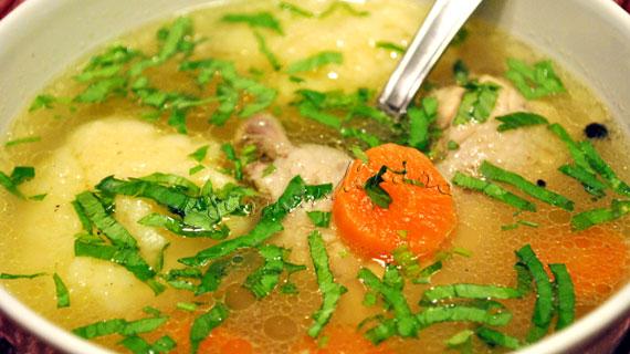 Supa de pui cu legume si galuste din gris